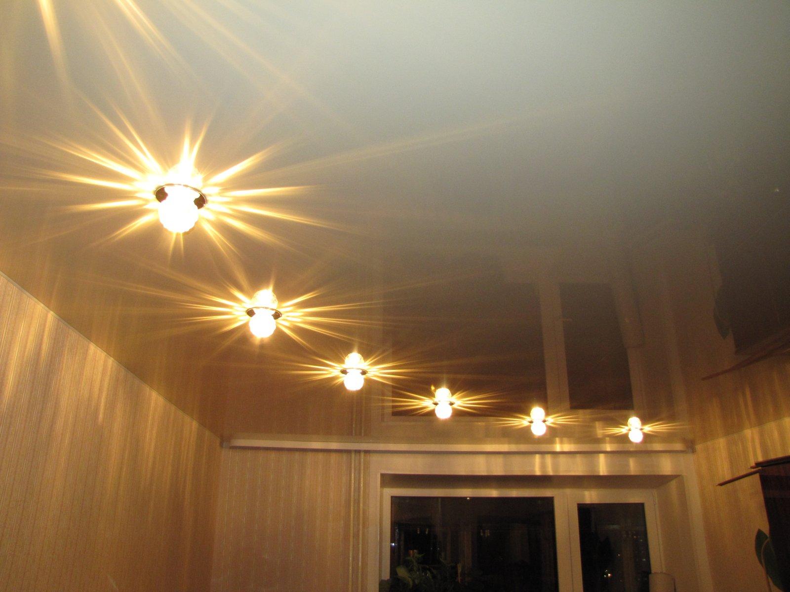 Натяжные потолки расположение светильников фото